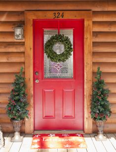 Greet family and friends with a warm welcome this holiday season! Christmas porch decoration ideas including holiday greenery, Christmas lights and a few fun DIY ideas too! Christmas Decor Diy Cheap, Christmas Decorations For The Home, Farmhouse Christmas Decor, Rustic Christmas, Holiday Decor, Happy Christmas Day, Christmas Tree With Gifts, Christmas Porch, Christmas Lights