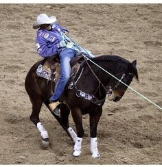 Caesar de la Cruz Doing what he does best! Riding Cowgirl, Western Riding, Bull Riding, Cowboy And Cowgirl, Cowboy Hats, Team Roper, Reining Horses, Rodeo Life, Equine Photography
