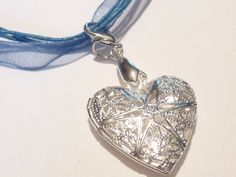 Costume chain Dirndl necklace with stylish heart pendant medallion Length of chain 42 cm + extension chain Size Heart: 3 Materials used: Metal pendant, chiffon necklace Belly Button Rings, Bracelets, Silver, Etsy, Jewelry, Fashion, Moda, Jewlery, Jewerly