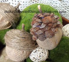 Make The Best of Things: Burlap Acorns from Easter Eggs.two versions: one with twine on top and one with pine cone pieces Burlap Projects, Burlap Crafts, Fall Projects, Rope Crafts, Class Projects, Autumn Crafts, Nature Crafts, Holiday Crafts, Acorn Crafts