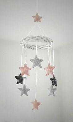 Mobil w kropki - baby diy - bebe Baby Crafts, Felt Crafts, Diy And Crafts, Sewing For Kids, Baby Sewing, Free Sewing, Baby Room Decor, Nursery Decor, Room Baby