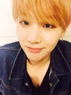 """BTS Tweet - Suga (selca) 150514 -- 오늘도 수고하신 아미분들~~!! 푹쉬어유~~~ 내일 봐요오오~~~!!!!  -- [TRANS] pic.twitter.com/V2BO2Fcyci """"To our ARMYs who worked hard cheering for us today too~~!! Rest well~~~ See you guys tomorroooooow~~~!!! -- cr:  ARMYBASESUBS · @BTS_ABS"""