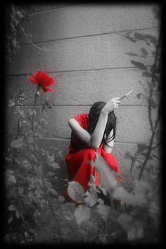 Soledad de mujer en rojo #Black/white #photography #fotografia