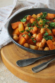Cozido de abóbora e grão de bico Vegetarian Cooking, Chana Masala, Vegan Recipes, Low Carb, Tasty, Ethnic Recipes, Food, Lactose, Salsa
