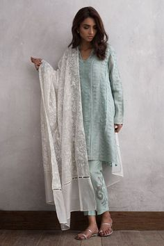 Pakistani cotton 3 piece ready to wear dress by Nida Azwar Traditional wear 2018 Pakistani Fashion Casual, Pakistani Dresses Casual, Pakistani Dress Design, Asian Fashion, Pakistani Clothing, Eid Outfits Pakistani, Kurti Pakistani, Pakistani Lawn Suits, Punjabi Suits