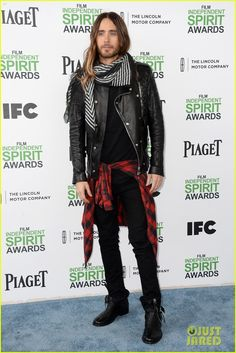 jared leto thanks future ex wife lupita nyongo at independent spirit awards 2014 05 Jared Leto points to the photographers while walking the carpet at the 2014 Film Independent Spirit Awards held at the beach on Saturday (March 1) in Santa Monica,…