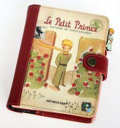 840aab50f Funda roja de polipiel con bolsillos e ilustraciones de El Principito.  Agenda perenne impresa en