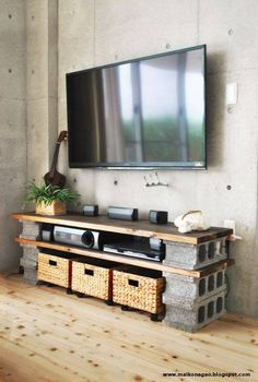 minimalistische wohnzimmer mit betonwand und diy tv-Möbel aus holzplatten und b… minimalist living room with concrete wall and diy tv furniture made from wood panels and concrete blocks Tv Furniture, Furniture Making, Concrete Furniture, Furniture Ideas, Cinder Block Furniture, Business Furniture, Cheap Furniture, Outdoor Furniture, Furniture Design