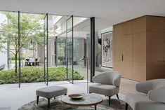 Indoor Courtyard, Modern Courtyard, Courtyard House, Internal Courtyard, Modern House Design, Victorian Homes, Architecture Design, Beautiful Architecture, Luxury Homes