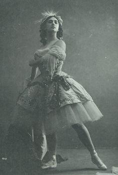 Ballet Images, Ballet Pictures, Ballet Photos, Vintage Ballerina, Vintage Dance, Historia Do Ballet, Ana Pavlova, Ballerine Vintage, Ballet Costumes