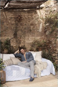 Zara Home provides for comfort and style with its new editorial. The Spanish brand taps models Wouter Peelen and Drake Burnette to front the outing. The pair couple up in a leisure wardrobe from the Spanish brand. Posing for relaxed images indoors and outside, Wouter showcases Zara's latest pajama styles. The fashion label offers a... [Read More]