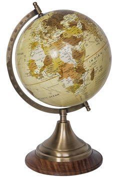 Antiker Globus als Wohnzimmerdeko bei Fernweh