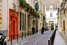 PARIS in 10 STEPS - The Overseas EscapeThe Overseas Escape