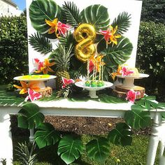 aloha party What's peppy, fun and a tropical treat? Why it's this Party Like a Pineapple Birthday Party featured here at Kara's Party Ideas. Aloha Party, Luau Theme Party, Hawaiian Party Decorations, Hawaiian Luau Party, Moana Birthday Party, Hawaiian Birthday, Dessert Party, 18th Birthday Party, Birthday Party Decorations