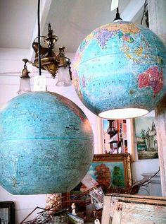 lamparas hechas de globos terráqueos