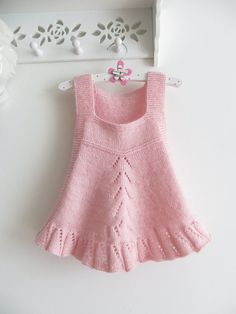 24 new Ideas for crochet baby outfits girl pink Girls Knitted Dress, Knit Baby Dress, Knitted Baby Clothes, Baby Cardigan, Knitting For Kids, Baby Knitting Patterns, Knitting Designs, Lace Knitting, Crochet Patterns