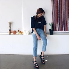 Korean Fashion Trends you can Steal – Designer Fashion Tips Grunge Fashion, 90s Fashion, Girl Fashion, Fashion Looks, Fashion Outfits, Fashion Tips, Fashion Design, Style Fashion, Korean Fashion Trends