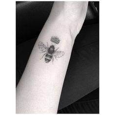 Queen bee tattoo by Brian Woo (aka Doctor Woo).