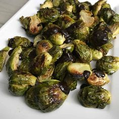 Roasted Brussels Sprouts with Black Garlic Sauce Recipe - Food Level Garlic Recipes, Sauce Recipes, Fruits And Veggies, Vegetables, Black Garlic, Garlic Sauce, Brussels Sprouts, Vegetable Side Dishes, Roasted Garlic