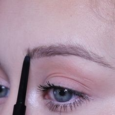 Make Up und Hautpflege Eyebrow Tutorial Eyebrows Eyebrow Eyebrows makeup Hautpflege Tutorial und Eyebrow Makeup Tips, Eye Makeup Tips, Makeup Hacks, Makeup Videos, Skin Makeup, Makeup Eyebrows, Makeup Guide, Makeup Products, Makeup Tutorial Videos
