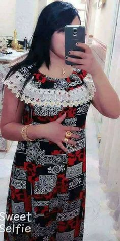 عالم المرأة احد المواقع التي تختص في مجال المرأة العصرية و احتياجاتها. Short African Dresses, African Blouses, Latest African Fashion Dresses, African Print Fashion, Long Gown Design, Nightgowns For Women, Gowns Of Elegance, African Attire, Dame