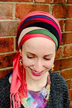 Headwrapping - Jewish Tichel or Mitpachat, adding lighter layers and color with headbands Turban Tutorial, Hijab Tutorial, Hair Wrap Scarf, No Slip Headbands, Head Scarf Styles, Hair Styles, Mascara Tips, Turban Style, Modest Outfits