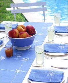 Você não precisa de uma mega #decoração para ter um #ambiente #charmoso. Um conjunto de mesa bem bonito, por exemplo, já dá outra cara às #refeições. #ficaadica #criatividade #inspiração
