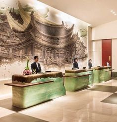 Great example for adopting cultural patterns for commercial use: reception of a Korean hotel. Hotel Reception Desk, Reception Desk Design, Lobby Reception, Reception Counter, Hotel Lobby Design, Lobby Interior, Counter Design, Indochine, Hotel Interiors