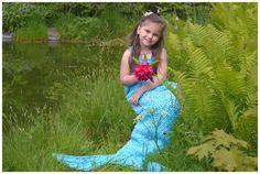 Meine Tochter ist eine richtig kleine Prinzessin und steht auf alles märchenhafte. Deshalb habe ich ihr eine Meerjungfrauendecke gehäkelt und das war das absolute Highlight zu ihrem Geburtstag. Die Decke muss nun überall mit hin. Ob bei einem (Mittags-