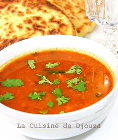 Chorba frik, soupe algérienne au blé | Cuisinez avec Djouza Algerian Recipes, Algerian Food, Plats Ramadan, Arabian Food, Thai Red Curry, Entrees, Food And Drink, Cooking, Ethnic Recipes