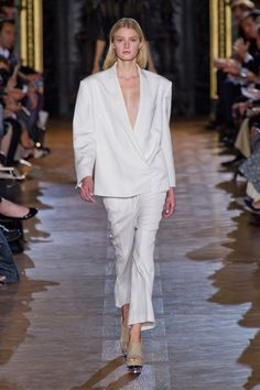 Working mom trend watch: How to wear the tuxedo   Working mom style advice