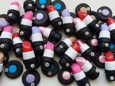 Miniaturas de batom ou sombra em biscuit tema Maquiagem.