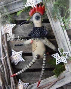 """922 отметок «Нравится», 55 комментариев — Inna  Romanchenko (@mandragora_root) в Instagram: «""""Ой-ёй! Ты вообще видела , какие хвосты у петухов!??Почему у меня красная бубочка!??""""Волшебницу…» Christmas Wreaths, Christmas Ornaments, Art Dolls, Toys, Holiday Decor, Handmade, Animals, Home Decor, Activity Toys"""