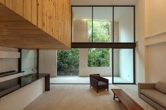 Construido por JSa en Mexico City, Mexico Ámsterdam 169 se desarrolla dentro de un predio de forma rectangular de 564 m2 de superficie, en un área de conservac...