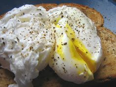 Move it and lose it.: PERFECT POACHED EGGS