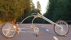 The world of stationary bikes and exercise equipment in general is on the verge of major revolution. Recumbent Bicycle, Cruiser Bicycle, Velo Design, Bicycle Design, Bike Style, Motorcycle Style, Cool Bicycles, Cool Bikes, Velo Vintage