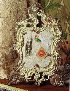 ROCOCO JEWELRY EASEL @ Victorian Trading Co