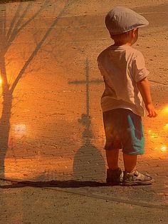 """,,Moje dziecko, jestem tu. To ślady moich stóp. Zostawiłem je, gdy Cię niosłem…"""" """"Krzyż przypomina nam drogę … Widzimy krzyże przydrożne, na które jesienią spadają liście, z…"""