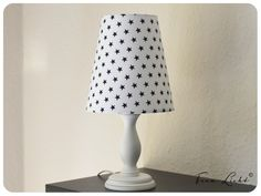 Lampenschirm weiß mit dunkelblauen Sternen (ca. 9mm).(Abb. ähnlich)
