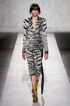 Dries Van Noten Spring 2020 Ready-to-Wear Fashion Show - Vogue 2020 Fashion Trends, Fashion 2020, Star Fashion, Runway Fashion, Spring Fashion, Fashion Show, Paris Fashion, Modern Fashion, Fashion Fashion