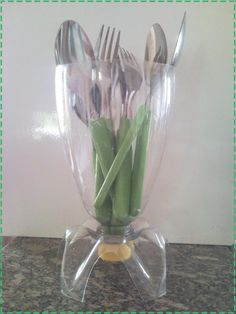 Recycle easily to make your home decoration. It's called Best Inspiring DIY Recycle Plastics Craft Ideas. Plastic Spoon Crafts, Reuse Plastic Bottles, Plastic Bottle Crafts, Plastic Spoons, Diy Bottle, Recycled Bottles, Recycled Crafts, Plastic Recycling, Garrafa Diy