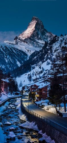 The Matterhorn soaring above Zermatt, Switzerland • photo: CoolbieRe on Wordpress