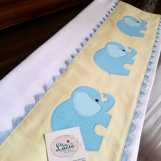 Srta Laciê - Patch & HandMade: Na Ásia, o elefante é a montaria dos reis e simboliza o poder de reger, sendo a paz e a prosperidade ... Elephant Quilt, Elephant Applique, Baby Crib Sheets, Baby Bedding Sets, Baby Applique, Applique Patterns, Designer Baby, Sewing Crafts, Sewing Projects