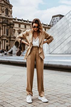 96 of the Chicest White Sneaker Outfits I've Ever Laid Eyes On Sneaker Outfits Women, Sneakers Fashion Outfits, Athleisure Outfits, Suits And Sneakers, Sneakers Looks, Sneakers Sale, Sneakers Women, Fashion Me Now, Fashion Online