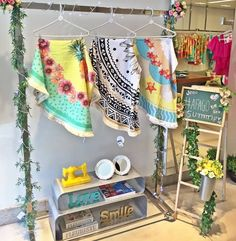 Shop Window Displays, Store Displays, Yellow Clothes, Visual Merchandising Displays, Beach Boutique, Beach Cover Ups, Art Store, Jewelry Packaging, Store Design
