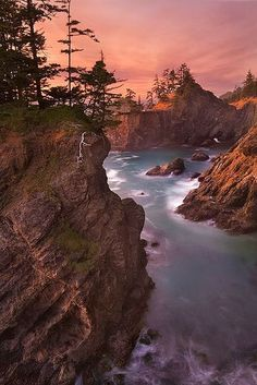 Hidden Cove ~ sea stacks in Samuel Boardman State Park, near Brookings, Oregon Coast // David M. Cobb #oregon #oregoncoast #traveloregon #pnw #pacificnorthwest #usa