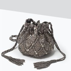 How To Buy Designer Bags With Confidence – Best Fashion Advice of All Time Beaded Purses, Beaded Bags, Drawstring Bag Diy, Bridesmaid Bags, Ethnic Bag, Potli Bags, Embroidery Bags, Boho Bags, Girls Bags