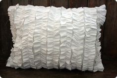Ruffle pillow tutorial. Easy? Must try.