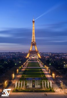 https://flic.kr/p/Q2tsf2 | Champ-de-Mars & Tour Eiffel | Champ-de-Mars & Tour Eiffel, Paris, France  Facebook / Google+ / Instagram