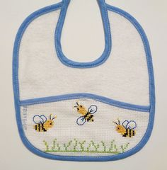 Cross-stitched bib with bees and grass - #robygiup #babyshower #babyboy #babygift #embroidery #crossstitch
